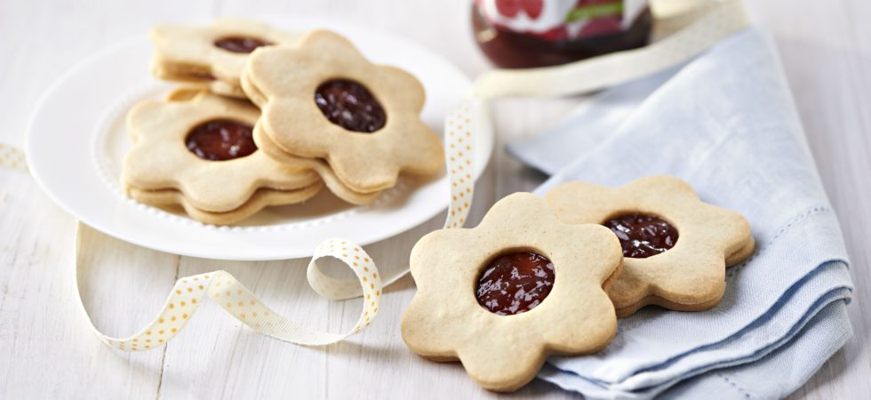 Daisy Jammy Dodgers with Streamline Less Sugar Raspberry Seedless Jam