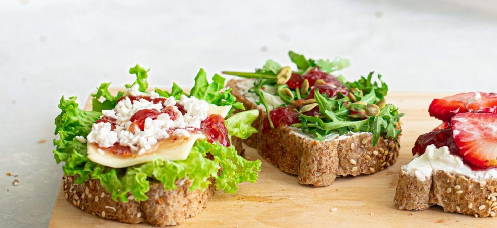 Cheese open sandwich with sweet and spicy strawberry dressing
